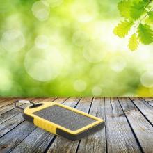 Powerbank | 4.000 mAh | En sillicone / plastique | Énergie solaire